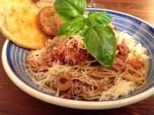 Pasta Puttanesca with Garlic Toasts